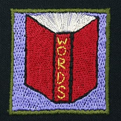 Broderad bok med ord