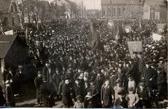 demonstrerande folkmassa