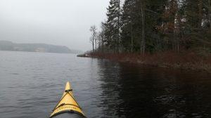 kajak i stilla vatten-land till höter